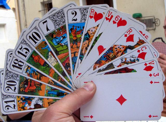 800px-Tarots_cards_deal