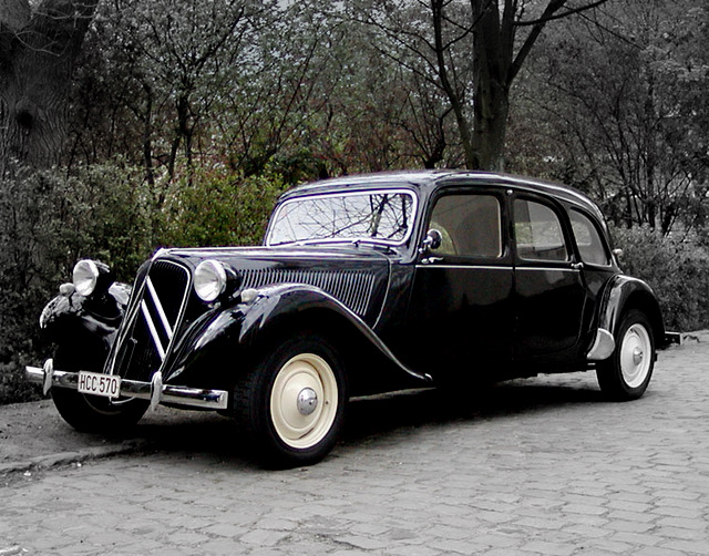 Citroen_Traction_Avant-2002.04.13-lfv