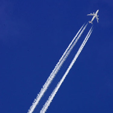 Trainees_echappement_avion_contrails