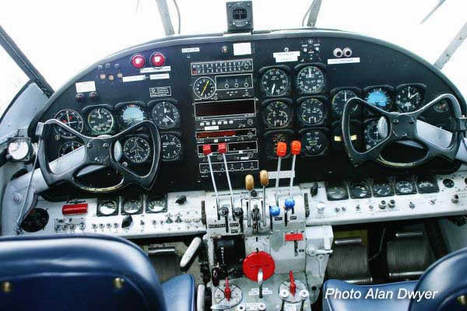 Beech_18_grand_flight_desk_opt